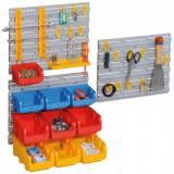 Plastové stěny s boxy a držáky nářadí